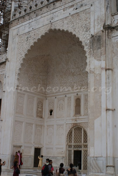 Entrance to the tomb, looking very like the Taj Mahal at this point