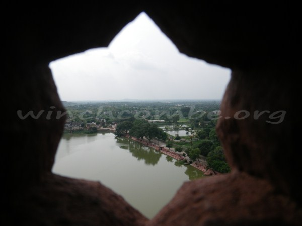 Looking through a screen in Bir Singh Palace, Datia